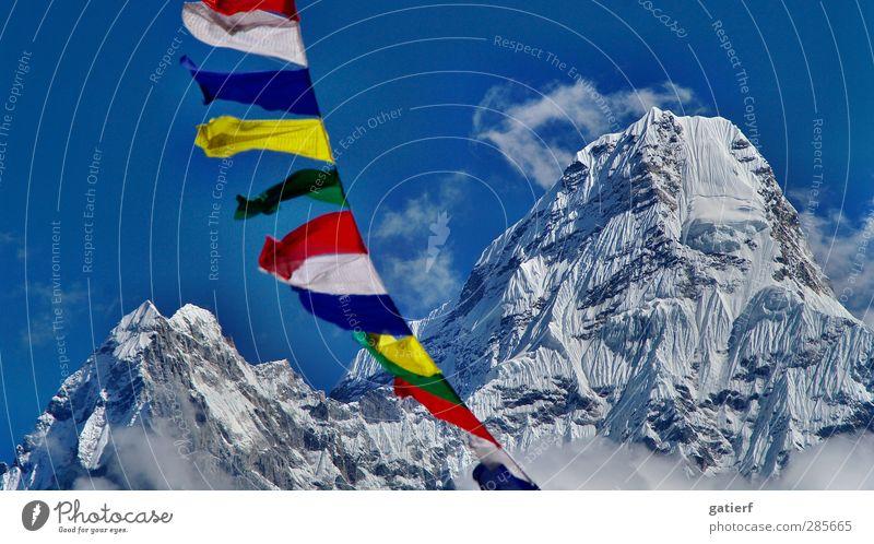 Ama Dablam Natur Landschaft Himmel Schönes Wetter Berge u. Gebirge Gipfel Schneebedeckte Gipfel Gletscher Ewigkeit Frieden träumen Nepal Himalaya Gebetsfahnen