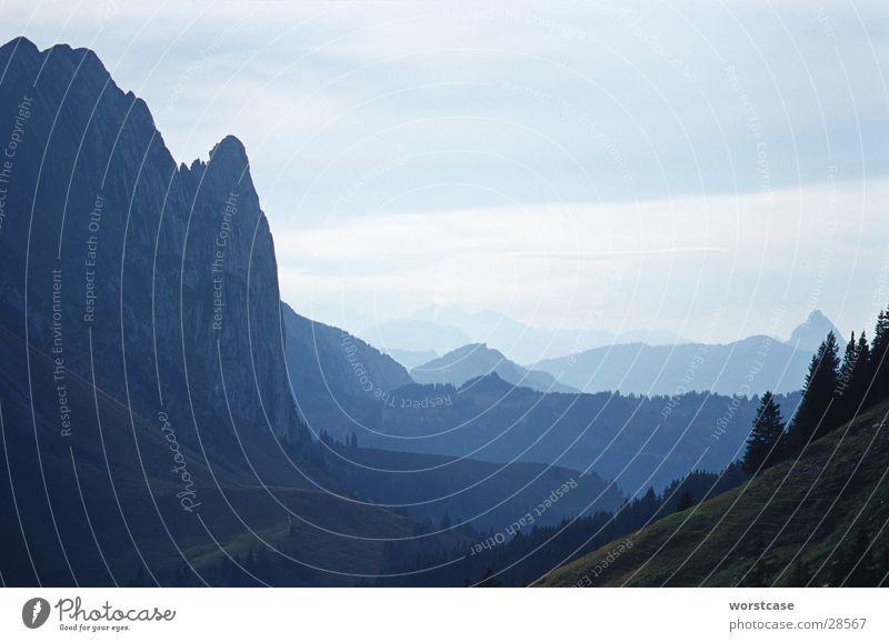 Berge im Dunst blau Berge u. Gebirge Nebel Horizont Perspektive Schweiz Kanton Glarus
