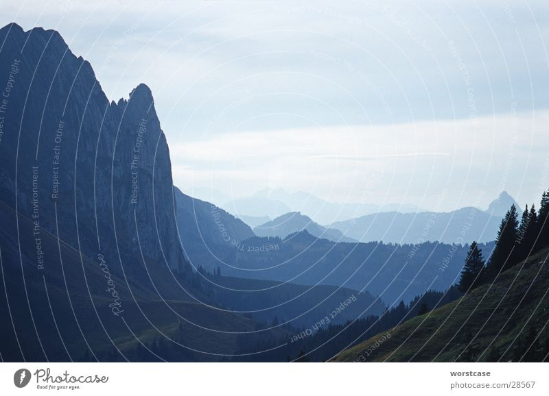 Berge im Dunst Schweiz Kanton Glarus Horizont Berge u. Gebirge Nebel Perspektive blau