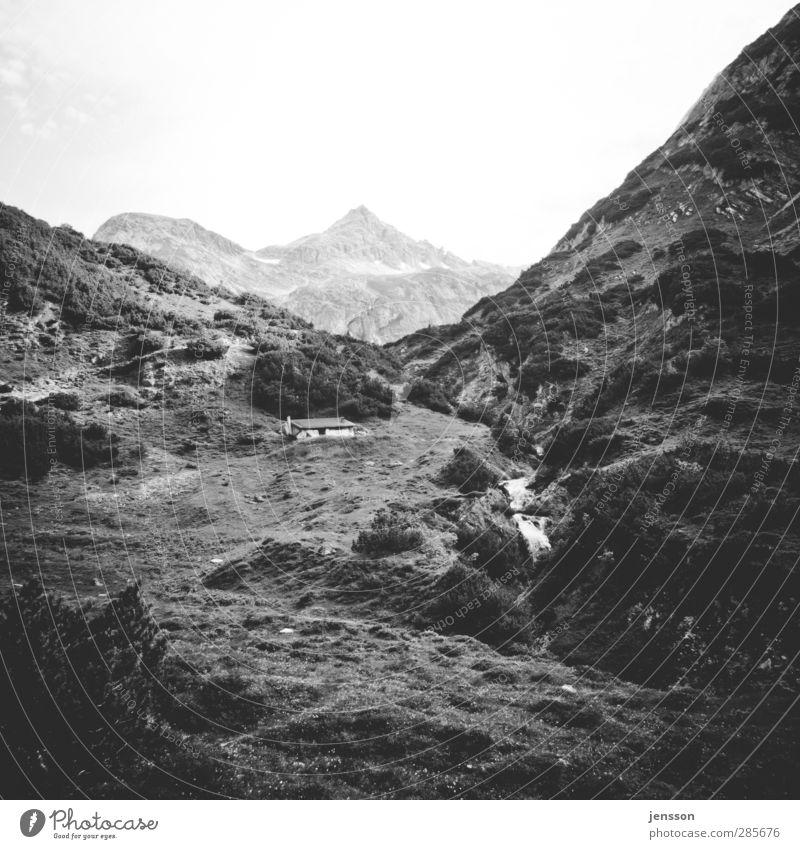 Hanglage Himmel Natur Ferien & Urlaub & Reisen Einsamkeit ruhig Landschaft Haus Ferne Umwelt Wärme Wiese Berge u. Gebirge Wohnung Tourismus Häusliches Leben