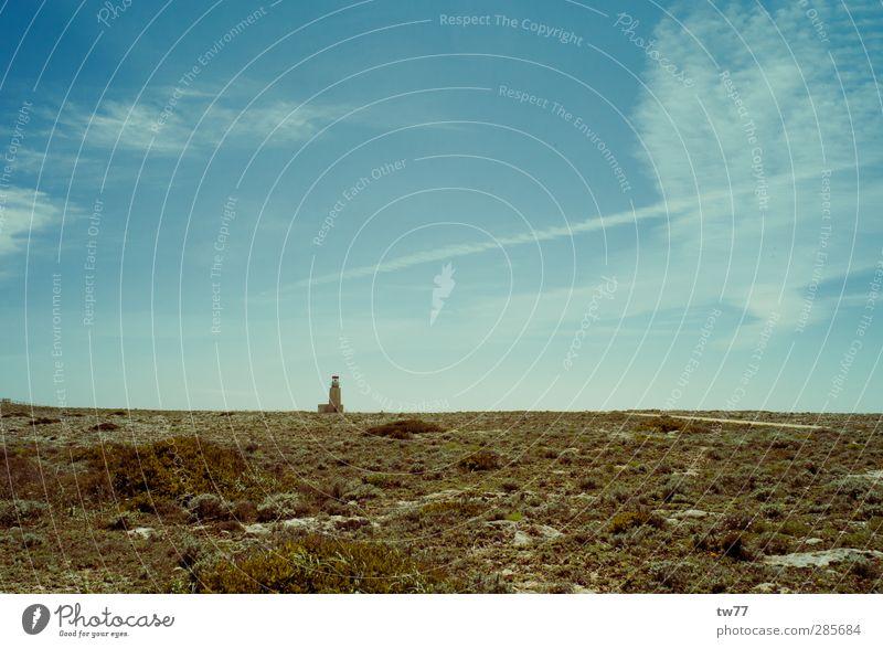 Leuchturm Tourismus Ferne Freiheit Sommer Sommerurlaub Insel Natur Landschaft Himmel Wetter Sträucher Meer Cabo de São Vicente Portugal Algarve Menschenleer