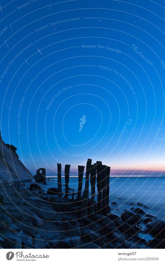 Unten am Kap Natur Landschaft Himmel Wolkenloser Himmel Stern Horizont Frühling Schönes Wetter Küste Strand Ostsee Klippe beobachten entdecken blau Einsamkeit