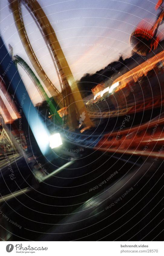 Achterbahn Olympia Looping fahren Nacht Licht Nervenkitzel München Theresienwiese Freizeit & Hobby Olympiade Freude