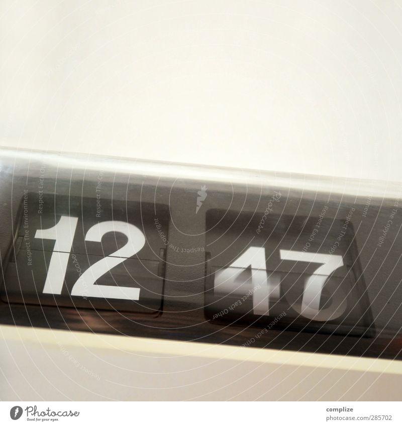 time is running Innenarchitektur Stil Business Büro Uhr Häusliches Leben Lifestyle Design warten Dekoration & Verzierung Zukunft Studium Pause retro Beruf Eile