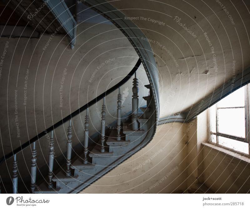 Streben & Erdung Jugendstil Kunsthandwerk Mauer Wand Treppe Treppenhaus Treppengeländer Holz Linie alt ästhetisch authentisch elegant historisch Stimmung Ehre