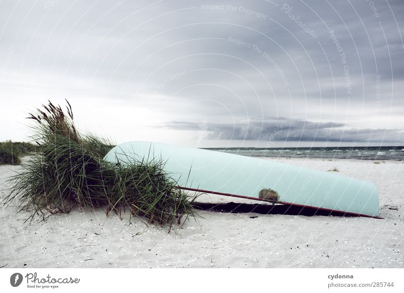 Ruhe vor dem Sturm Himmel Natur Meer Strand Einsamkeit ruhig Landschaft Umwelt Wege & Pfade Küste Freiheit Zeit Wasserfahrzeug liegen Wind Idylle