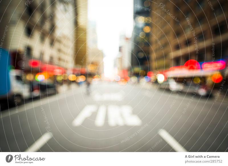 the avenue New York City Stars and Stripes Hafenstadt Verkehr Verkehrswege Straßenverkehr lang breit Gedeckte Farben Außenaufnahme Experiment abstrakt Dämmerung