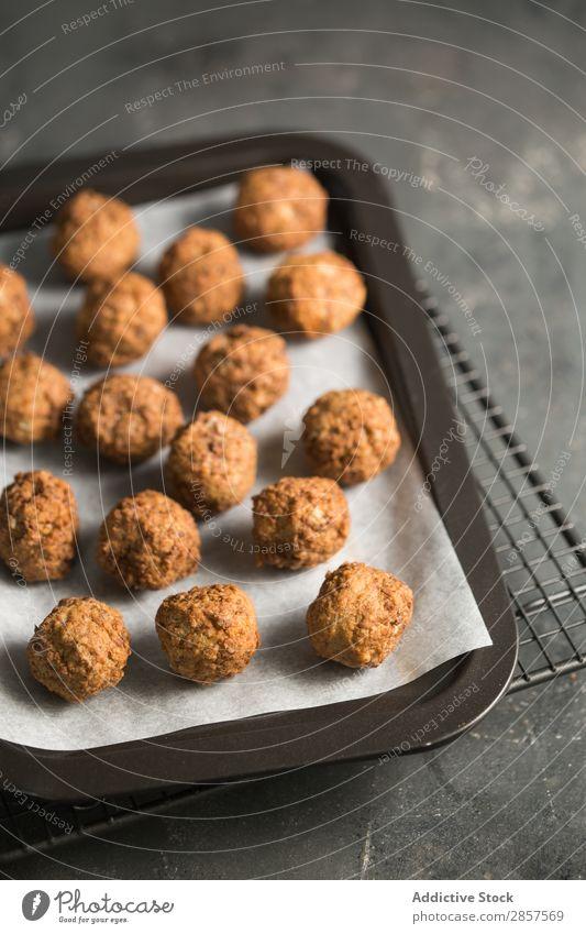 Hausgemachte Fleischbällchen im Backblech Ball Rindfleisch Essen zubereiten lecker Fressen Lebensmittel Feinschmecker gebastelt Zutaten Italienisch Mittagessen