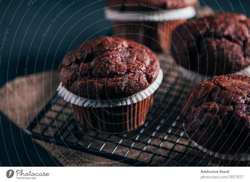 Hausgemachte Schokoladen-Muffins Cupcake Kuchen gebastelt Dessert Lebensmittel Snack Hintergrundbild dunkel frisch braun süß lecker Bäckerei geschmackvoll