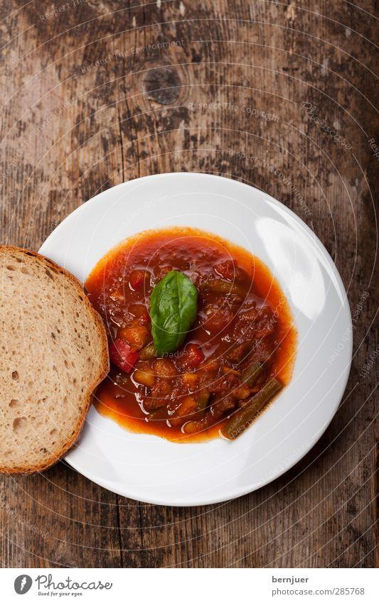 soulfood weiß rot Holz Essen braun Lebensmittel Foodfotografie Scharfer Geschmack Kräuter & Gewürze lecker Brot Holzbrett Teller Abendessen Fleisch Tomate