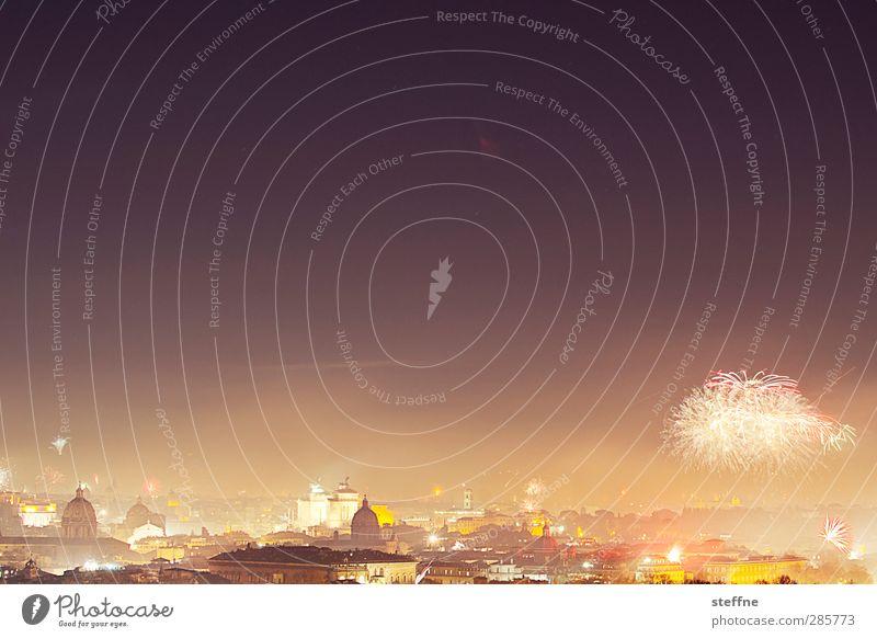 Around the World | Roma Stadt Hauptstadt Kirche ästhetisch Feuerwerk Silvester u. Neujahr Nachtaufnahme Langzeitbelichtung Farbfoto Außenaufnahme