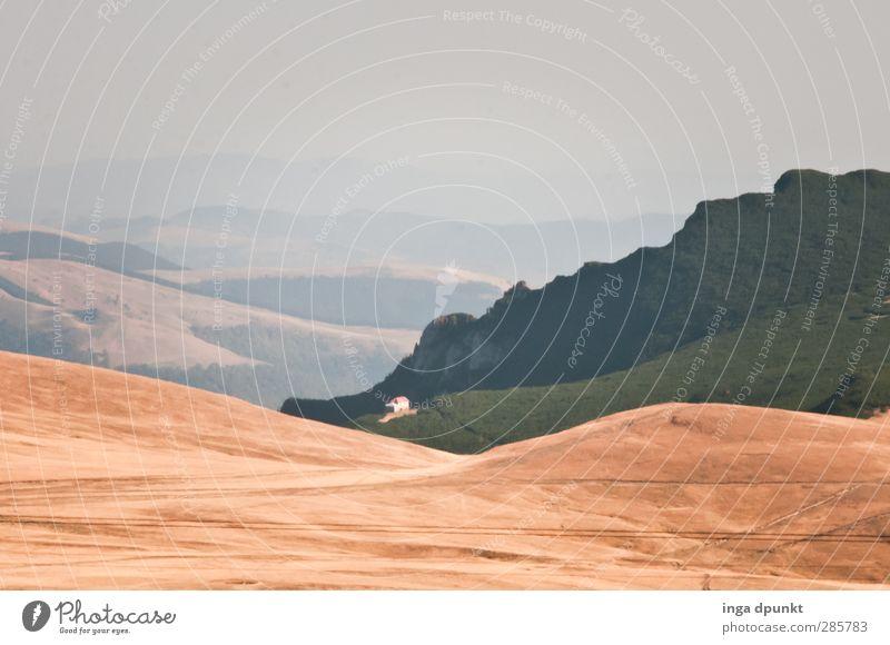 Allein das Haus Natur Pflanze Landschaft Ferne Umwelt Berge u. Gebirge Herbst Wege & Pfade Horizont Felsen Erde Urelemente Fernweh Berghütte Rumänien