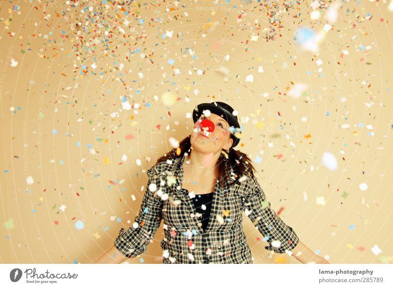 HELAU, ihr Narren! Karneval Jahrmarkt Clown Junge Frau Jugendliche 1 Mensch Zirkus Party Konfetti Feste & Feiern Freude Farbfoto Studioaufnahme