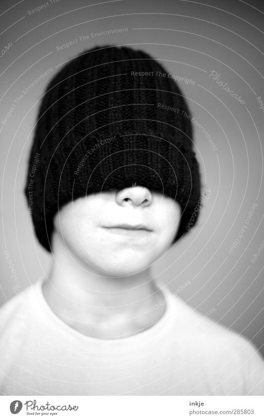 Mütze (schwarz) Mensch Kind Gesicht dunkel Wärme Leben Gefühle Junge Kopf Stil Stimmung außergewöhnlich Kindheit Coolness einzigartig