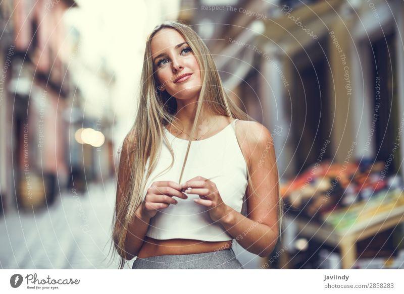 Schöne junge blonde Frau im urbanen Hintergrund. Lifestyle elegant Stil Glück schön Haare & Frisuren Sommer Mensch feminin Junge Frau Jugendliche Erwachsene 1