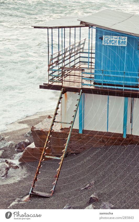 Es war einmal... Ferien & Urlaub & Reisen Tourismus Sommer Strand Meer Wellen Strandbar Treppe alt Schwimmen & Baden kaputt nass trashig blau Senior Zerstörung