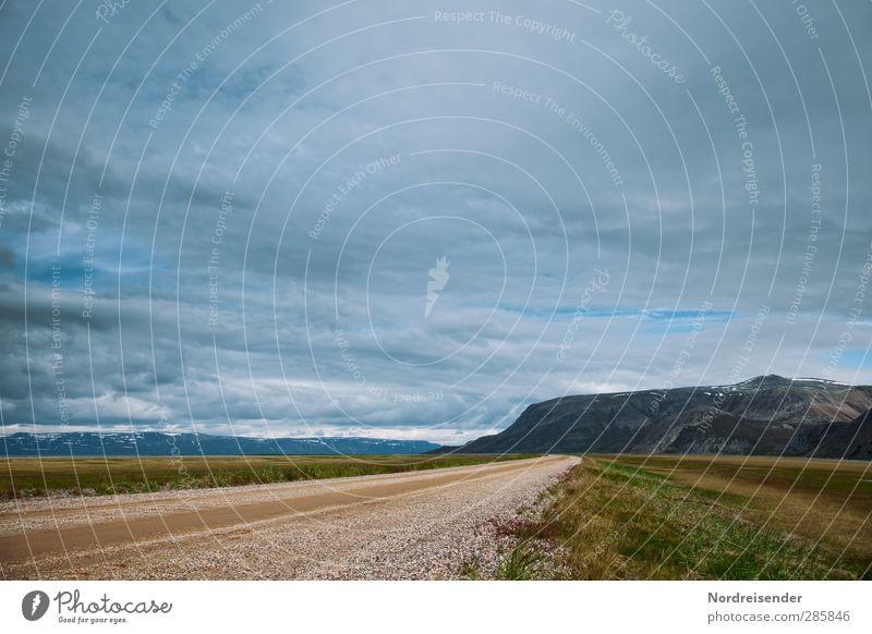 Weite Wege gehen.... Himmel Sommer Wolken ruhig Landschaft Ferne Berge u. Gebirge Straße Wege & Pfade Freiheit Horizont träumen Stimmung Wetter Beginn Abenteuer