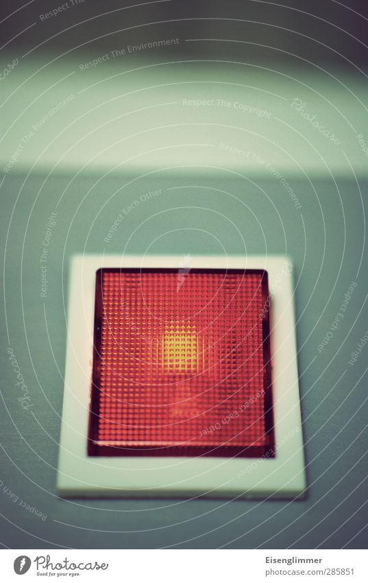 energie Schalter Schalterleiste Kunststoff leuchten Warnung Warnleuchte Elektrizität Energiewirtschaft Energie sparen rot Lampe Farbfoto Innenaufnahme