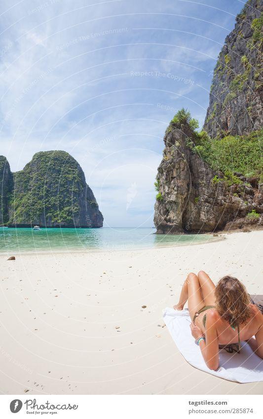 Thailand - Ko Phi Phi Le - Maya Bay Frau Natur Ferien & Urlaub & Reisen Wasser Meer Strand Landschaft Berge u. Gebirge Freiheit Sand Felsen Reisefotografie Tourismus Insel Idylle Asien