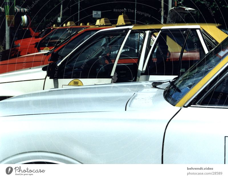 Taxi in Malaysia weiß Fenster PKW Tür Verkehr KFZ Reihe Kotflügel