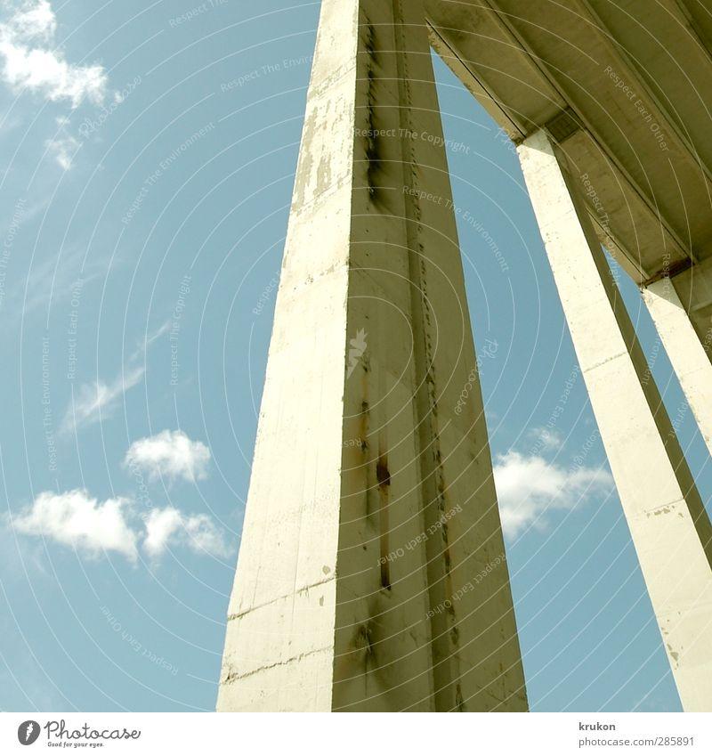 Carport XXL Berlin Lichtenberg Europa Stadt Stadtrand Menschenleer Industrieanlage Fabrik Ruine Bauwerk Gebäude Architektur Mauer Wand Säule Decke Pylon Halle