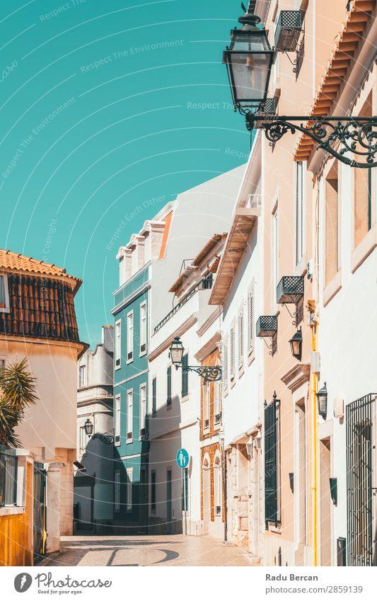 Bunte Gebäude in der schmalen Straße in Cascais City of Portugal exotisch schön Ferien & Urlaub & Reisen Tourismus Abenteuer Sightseeing Städtereise Sommer Haus
