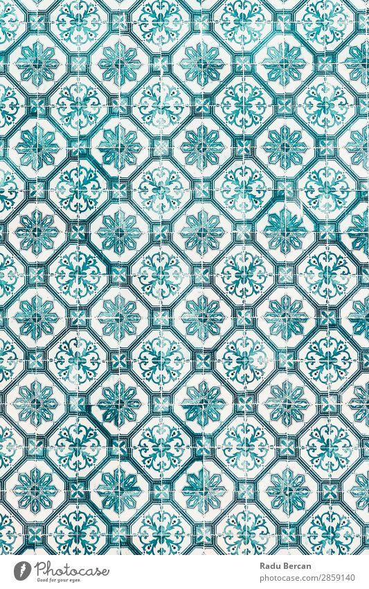 Blaue Keramik Wandtextur oder Azulejos in Lissabon, Portugal Stil Design Dekoration & Verzierung Tapete Kunst Stadt Gebäude Ornament alt retro blau mehrfarbig