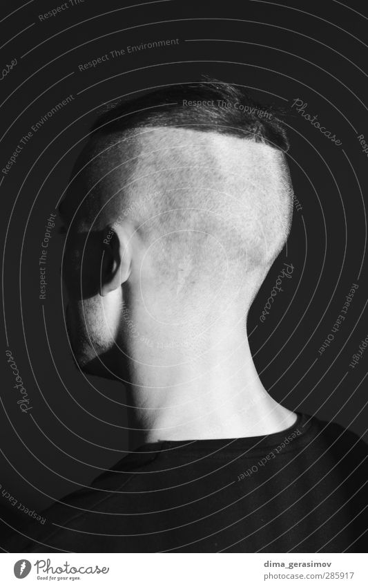 Passt auf euren Rücken auf. Mensch maskulin Junger Mann Jugendliche Erwachsene Kopf Ohr 1 18-30 Jahre T-Shirt brünett kurzhaarig Punk Mode schön Stil