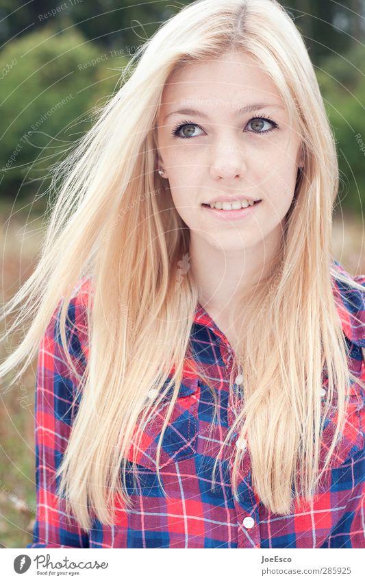 #245404 Junge Frau Jugendliche Erwachsene Leben Haare & Frisuren Gesicht 1 Mensch Hemd blond langhaarig Denken Lächeln leuchten träumen Freundlichkeit