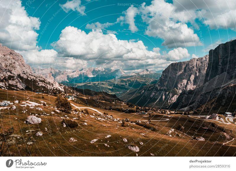 Wolken und Schatten in den Dolomiten mit Weg II Zentralperspektive Starke Tiefenschärfe Sonnenstrahlen Sonnenlicht Lichterscheinung Silhouette Kontrast Tag
