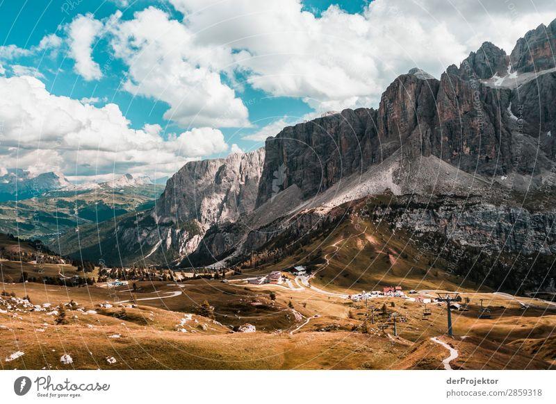Wolken und Schatten in den Dolomiten mit Weg III Zentralperspektive Starke Tiefenschärfe Sonnenstrahlen Sonnenlicht Lichterscheinung Silhouette Kontrast Tag