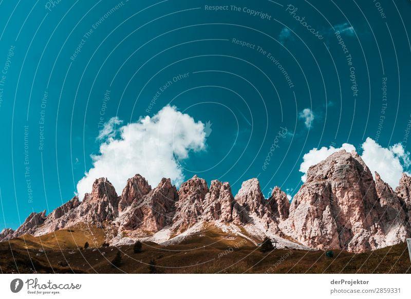 Wolken und Schatten in den Dolomiten VIII Zentralperspektive Starke Tiefenschärfe Sonnenstrahlen Sonnenlicht Lichterscheinung Silhouette Kontrast Tag