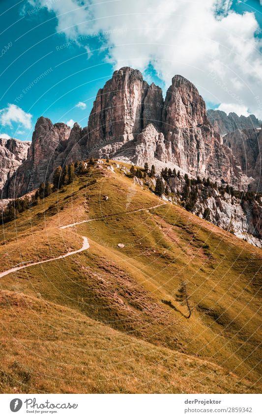 Wolken und Schatten in den Dolomiten VII Zentralperspektive Starke Tiefenschärfe Sonnenstrahlen Sonnenlicht Lichterscheinung Silhouette Kontrast Tag