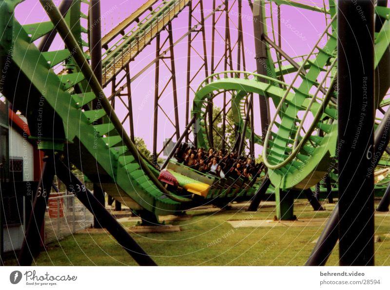"""Achterbahn """"Cobra"""" grün stehen Kopfschmerzen Montreal La Ronde Vergnügungspark Freizeit & Hobby stehend fahren Intamin Coaster Rollercoaster"""