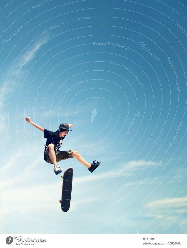 sky-fly Leben Freizeit & Hobby Skateboard Skateboarding Mensch maskulin Junge Kindheit Jugendliche 1 13-18 Jahre Himmel Sommer fliegen Sport springen Coolness
