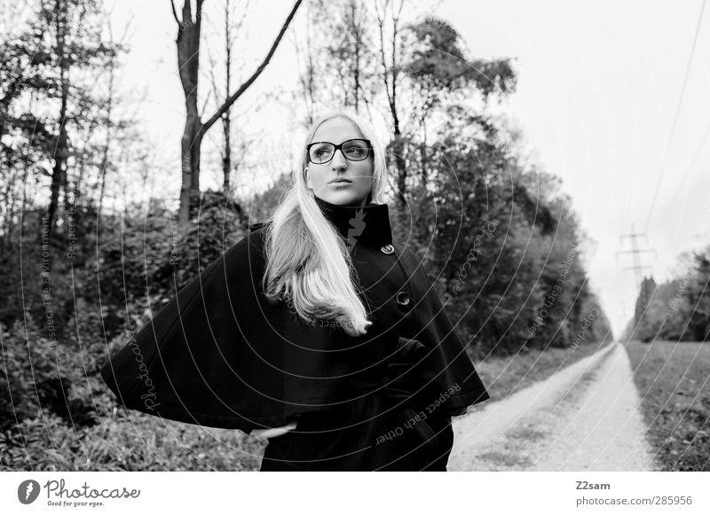 FALL 2012 elegant Stil feminin Junge Frau Jugendliche Mensch 18-30 Jahre Erwachsene Natur Landschaft Herbst Baum Sträucher Wald Wege & Pfade Mode Jacke Brille