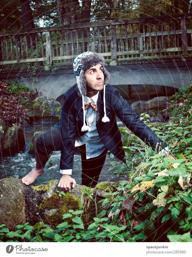 Auf der Flucht Mensch Mann Jugendliche blau Pflanze Erwachsene dunkel Herbst Junger Mann Garten 18-30 Jahre braun Park maskulin elegant Bekleidung