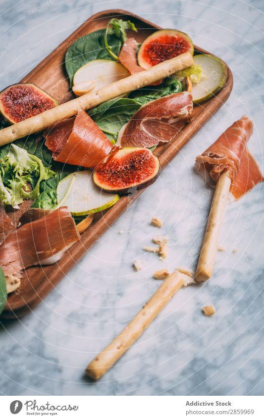 Gesunder Salat mit Salat, Feigen, Prosciutto und Birne Vorspeise Käse lecker Diät Lebensmittel frisch Frucht Grissini Schinken Gesundheit Kopfsalat Marmor