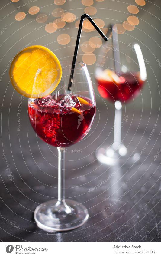 Spanisch Sangria Wein rot Bowle Saft trinken Glas Cocktail Frucht gebastelt Alkohol Lebensmittel frisch Getränk kalt süß Orange Zitrone Sommer Zutaten