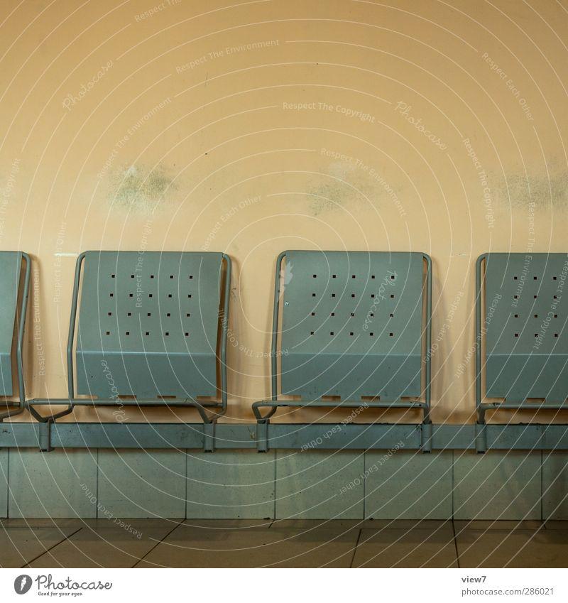 226111_ alt Ferien & Urlaub & Reisen ruhig Senior grau sitzen dreckig warten Kommunizieren Hoffnung Stuhl Güterverkehr & Logistik Hafen Ende