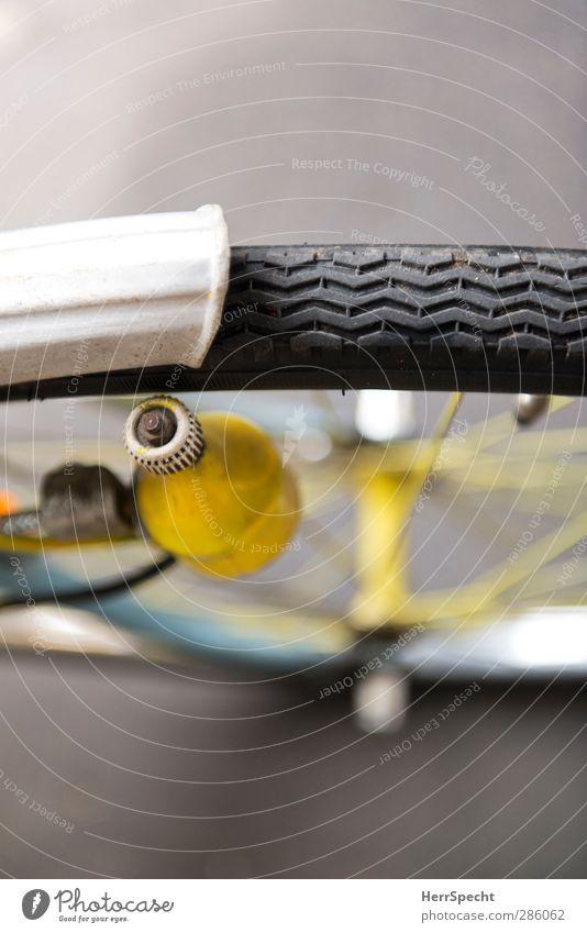 Frisch gestrichen 3 Farbstoff grau Metall Fahrrad Fahrradfahren Straßenverkehr selbstgemacht angemalt Speichen Schutzblech Nabe Fahrradausstattung