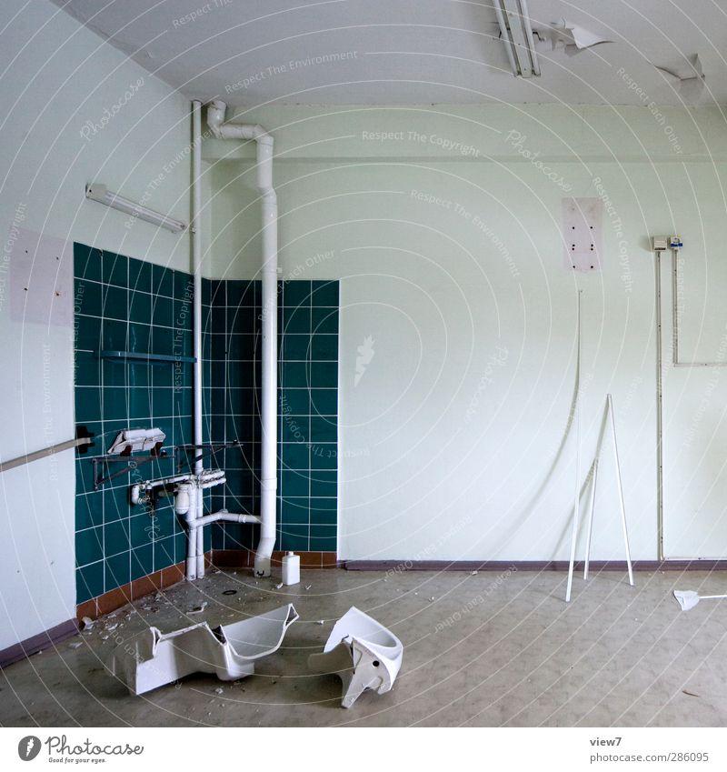 240976_ blau alt weiß Wand Mauer Innenarchitektur Stein Kunst Angst kaputt trist bedrohlich Vergänglichkeit Bad Küche Umzug (Wohnungswechsel)