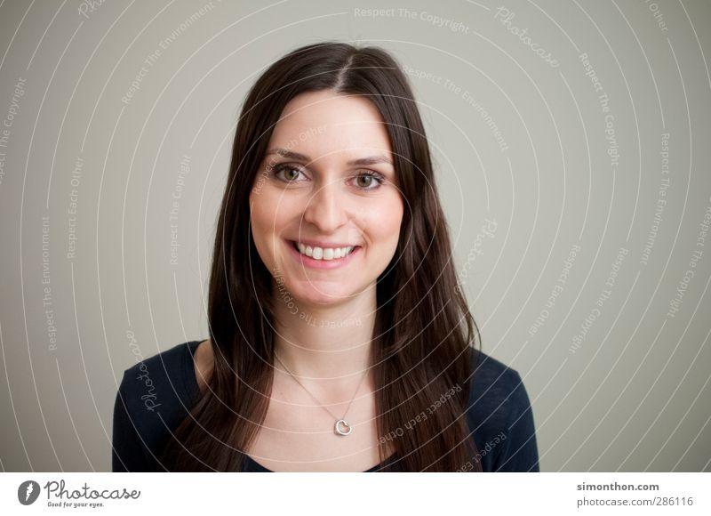 portrait Mensch Jugendliche schön Erwachsene 18-30 Jahre feminin sprechen Haare & Frisuren Glück Business Zufriedenheit Erfolg Lächeln lernen Studium Mutter