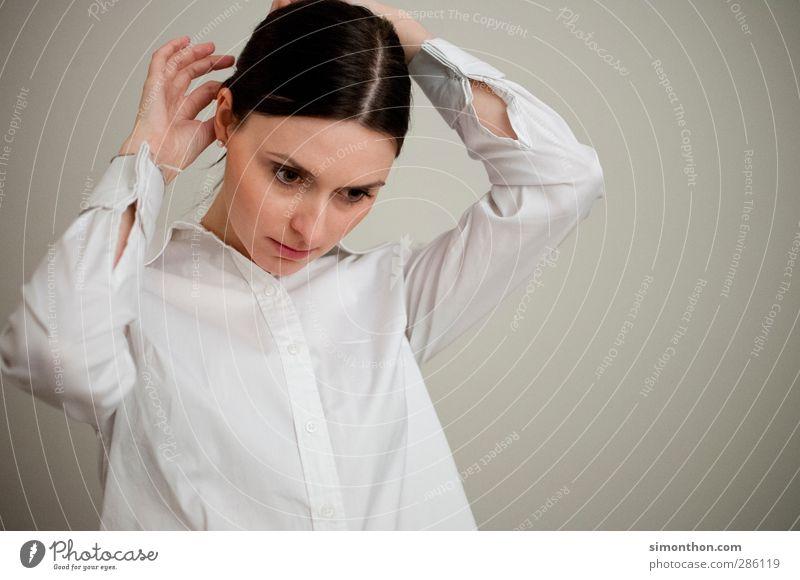 portrait Mensch Jugendliche schön Hand Erwachsene 18-30 Jahre feminin Haare & Frisuren Denken Business lernen Studium Pause Model Konzentration Hemd