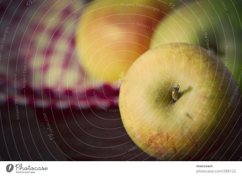Äpfel Natur gelb Holz Frucht Lebensmittel Ernährung retro reif Bioprodukte Diät Vitamin Vegetarische Ernährung Holztisch Holzplatte vitaminreich