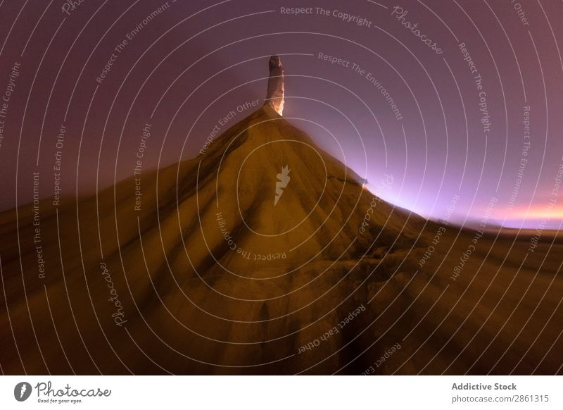 Gipfel des steinernen Wüstenhügels und wunderbarer Himmel Hügel Stern Stein Nacht bardenas reales Spanien Navarra Top Berge u. Gebirge Himmel (Jenseits)