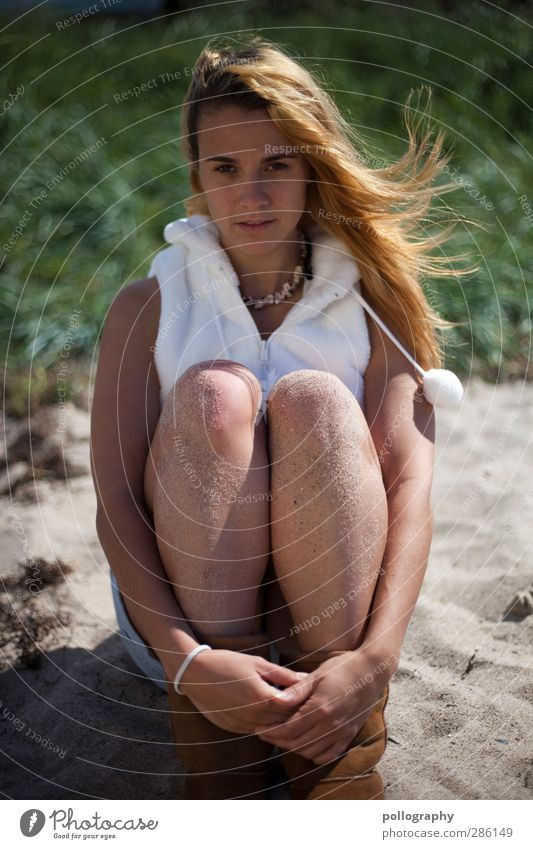 sandgirl (V) Mensch Frau Natur Jugendliche schön Sommer Strand Erwachsene Junge Frau Leben Erotik Gefühle Haare & Frisuren Glück Sand Mode
