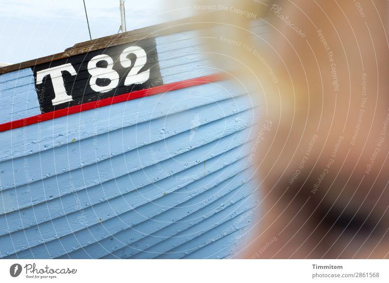 Ausblick... Mensch Ferien & Urlaub & Reisen blau weiß rot schwarz Holz Gefühle Schriftzeichen Schönes Wetter Hoffnung Ziffern & Zahlen Schifffahrt Erwartung