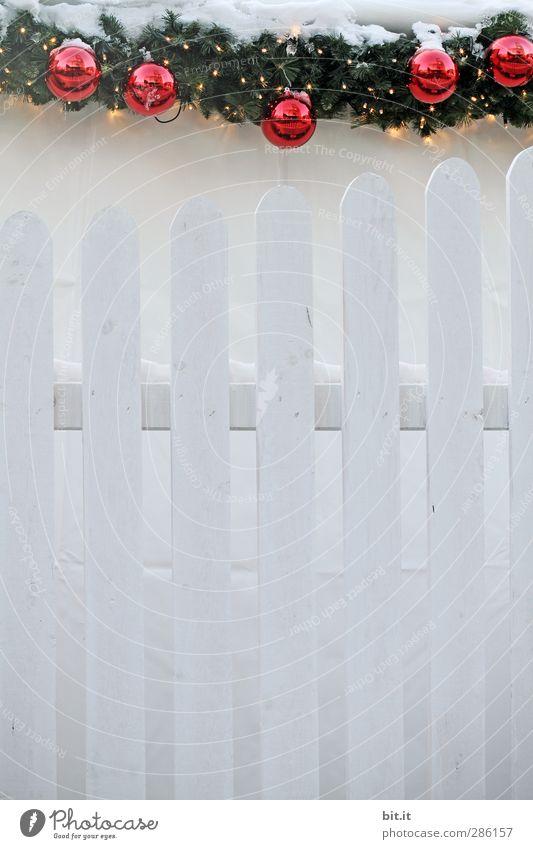 die neuen Gartenzwerge, hängend statt grinsend... Weihnachten & Advent weiß rot Winter Schnee Holz Feste & Feiern Lampe Garten Linie Eis Dekoration & Verzierung Ecke Frost Zaun Weihnachtsbaum