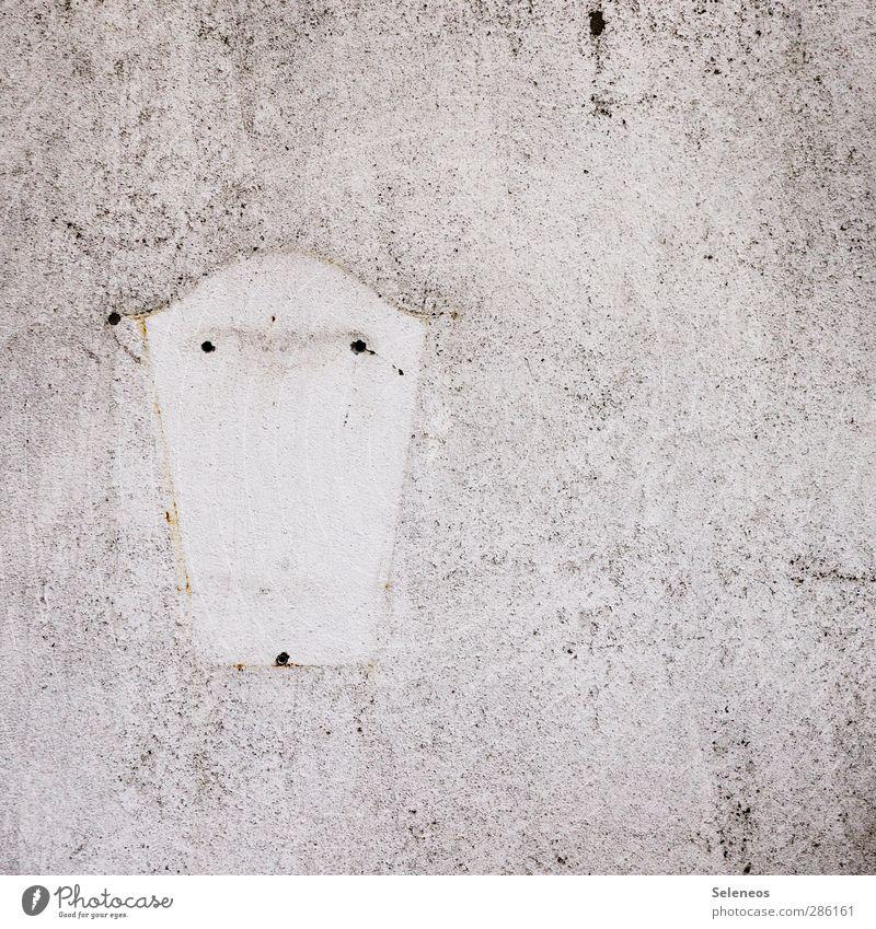 Nomadenleben Häusliches Leben Wohnung Haus Hausbau Umzug (Wohnungswechsel) Wand Mauer Fassade Briefkasten Stein alt trist Farbfoto Außenaufnahme Menschenleer